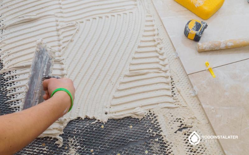 nanosenje lijepila za postavljanje keramickih plocica