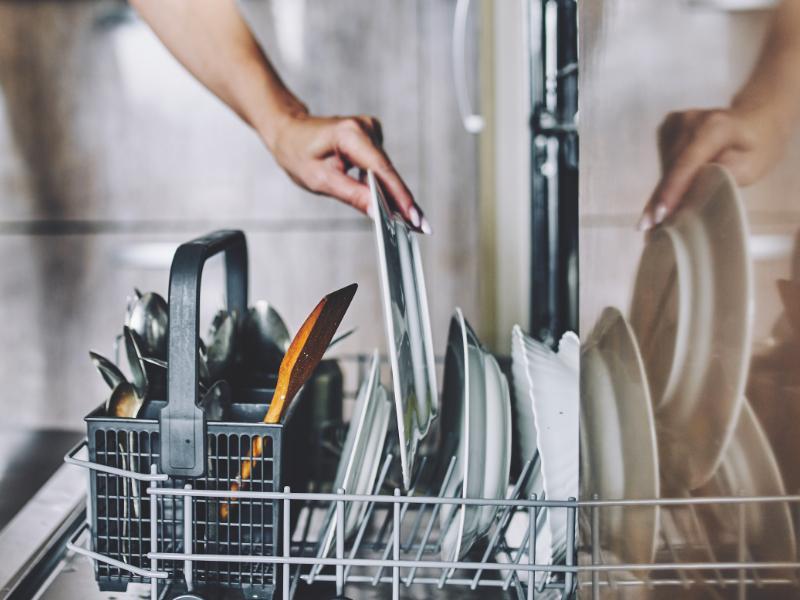 stroj za pranje posuđa